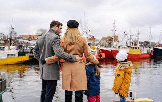 Rodzina w porcie rybackim, Ustka po sezonie