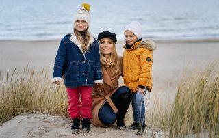 mama i dzieci na plażyw Ustce