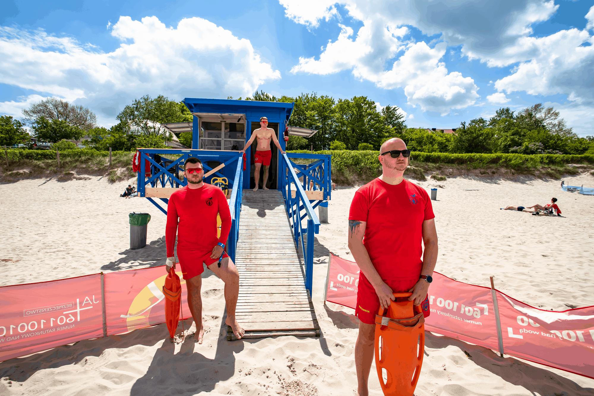 Ratownicy na plaży w Ustce