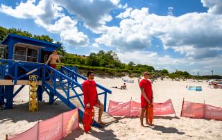 Ratownicy na plazy w Ustce